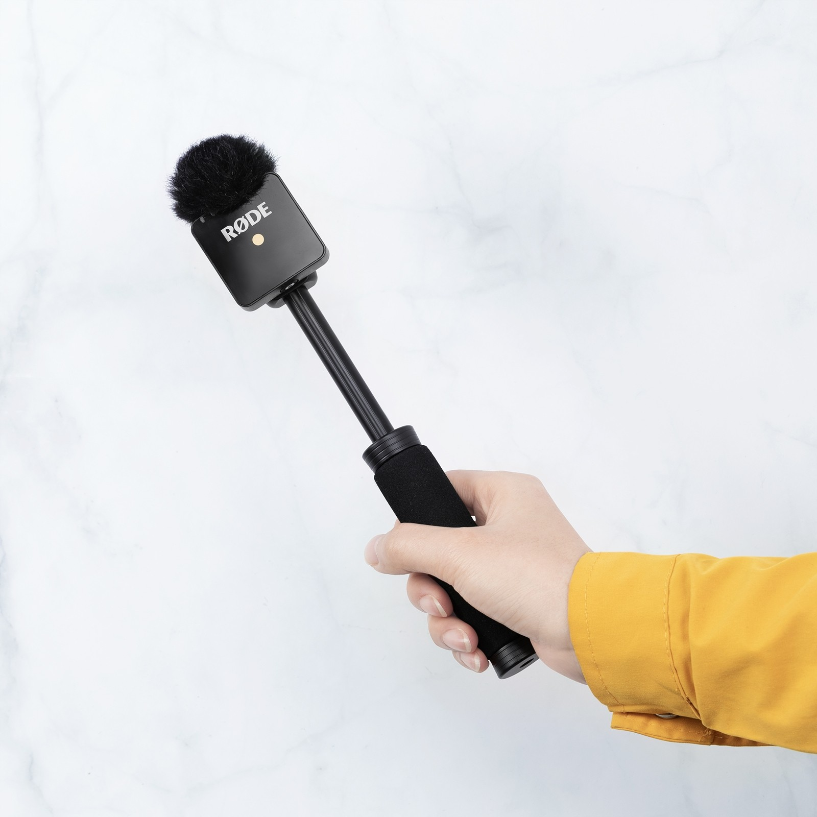 SmallRig RODE Wireless Go Handle for Interview Using 3182